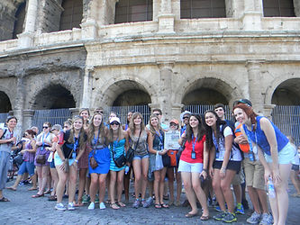Leadership students posing in Italy