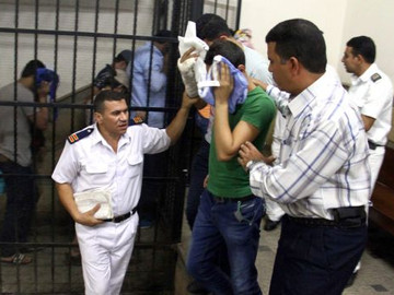 14 hombres condenados a tres años de prisión por ser homosexuales en Egipto