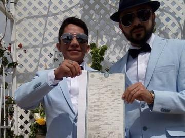 Transmiten en vivo boda gay, los novios mencionaron querer adoptar una niña
