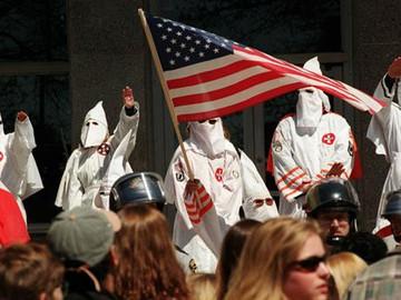 """""""Matar homosexuales para acabar con el sida"""" dice Ku Klux Klan a sus simpatizantes"""