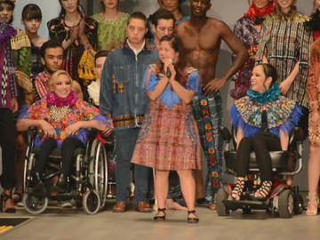 La diseñadora Isabella Springmühl con Síndrome de Down, llevó la moda a Guadalajara