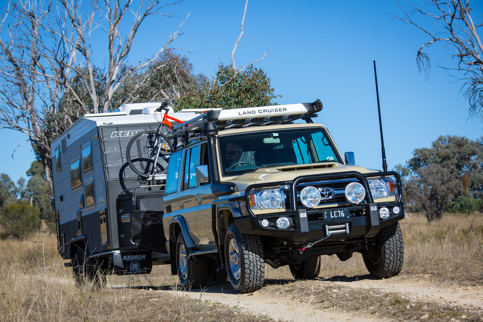 Toyota LC76 towing KEDRON 'TOPENDER'® - ©️Glen Gall