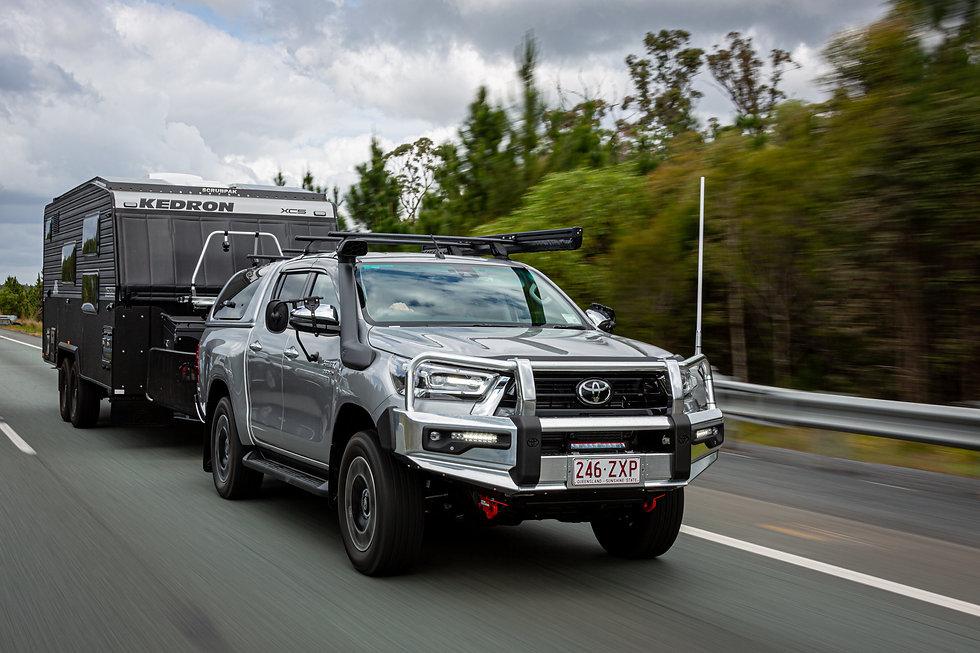 Toyota_Hilux_towing_KEDRON_XC5_ScrubPakÂ