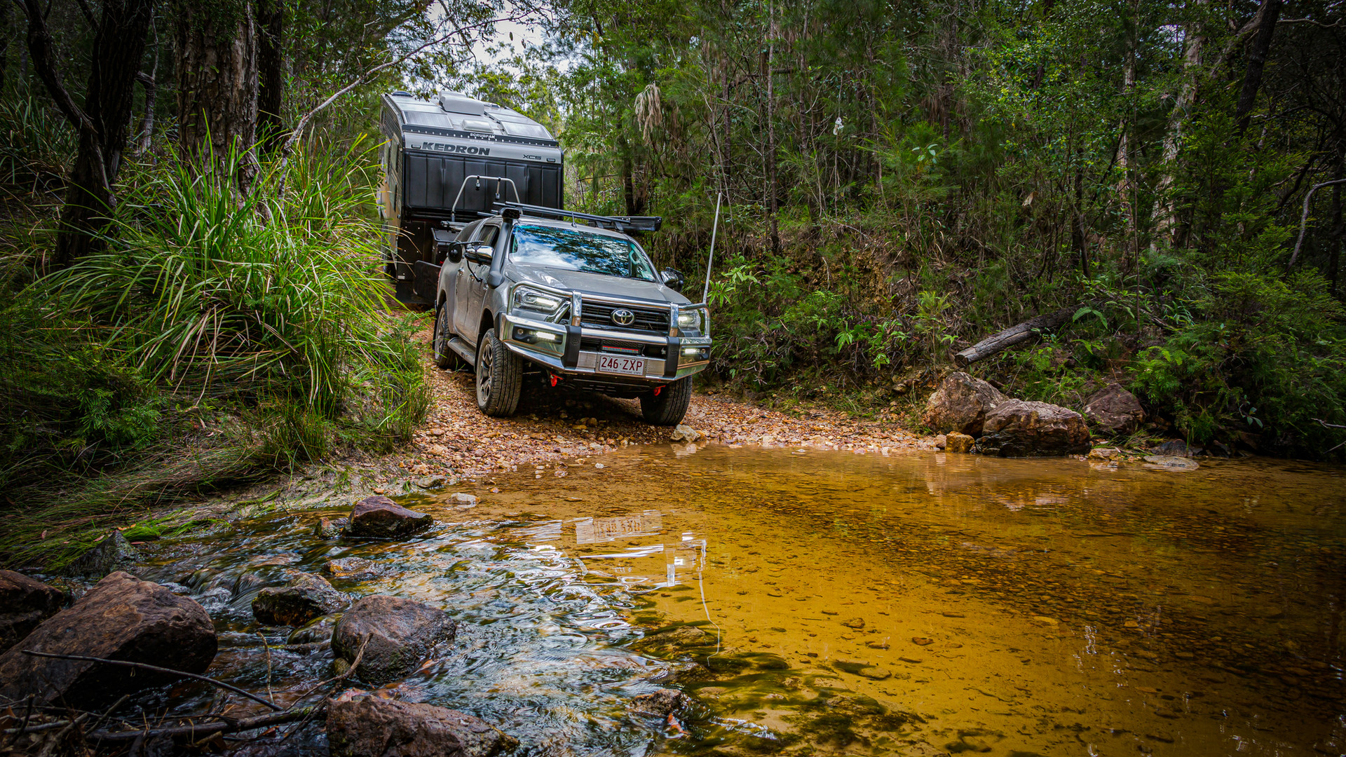 Toyota Hilux towing - creek crossing - image Glen Gall ©️