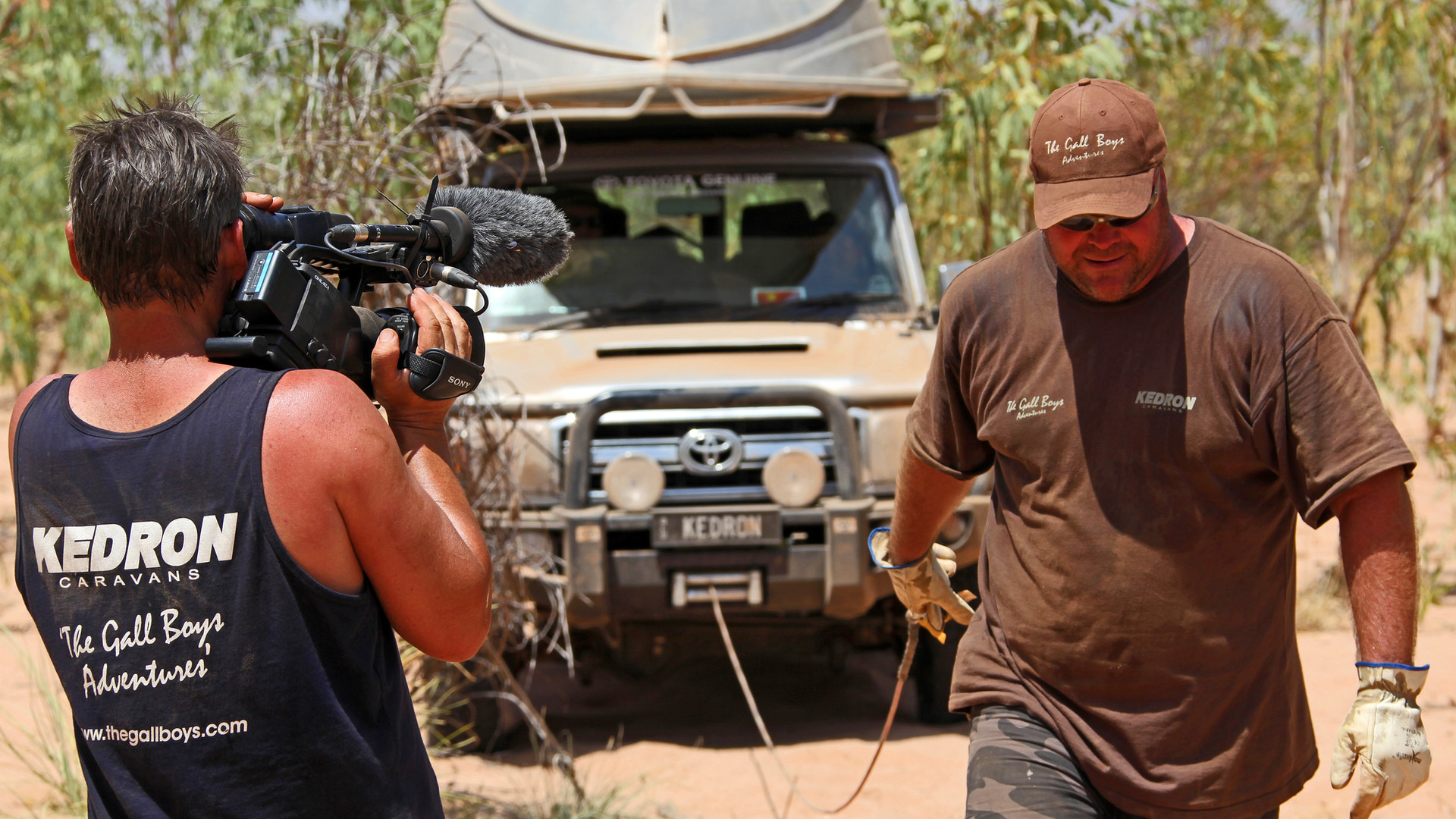 Gall Boys Canning Stock Route Adventure - Peter Gall filming Craig Schneider - LC76