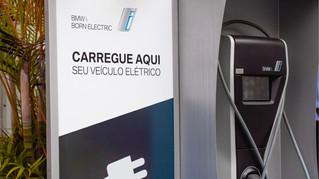 BMW lança rede inteligente de carregadores para carros elétricos e híbridos