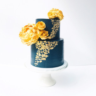 Midnight Blue & Gold Floral Cake