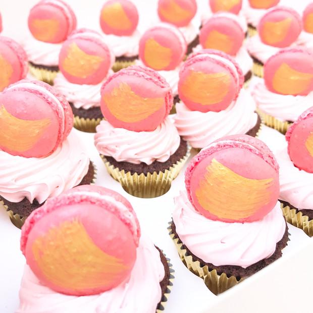 Mini Cupcakes with Macarons