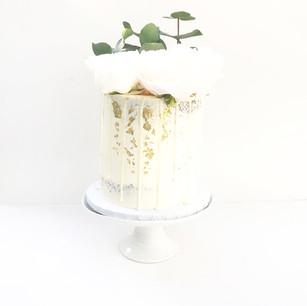 Minimal White Floral Cake