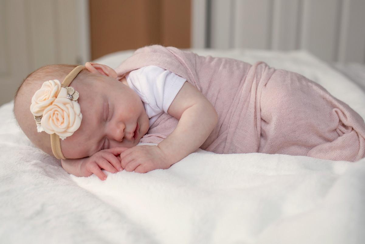 natural light newborn photographer