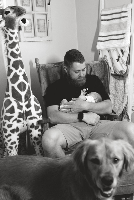 Lifestyle photo dad and baby