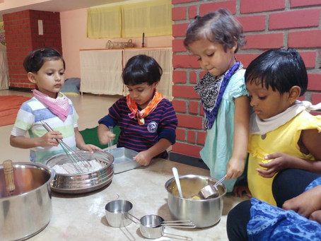 How toddlers and preschoolers can discover new concepts by helping in the kitchen?