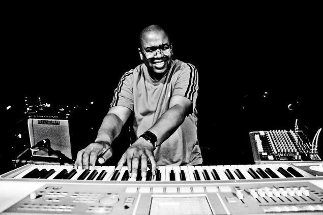 Joel Scott keyboard artist