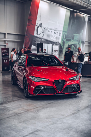 Alfa-Romeo_Giulia_GTAm-shooting_my_redGi
