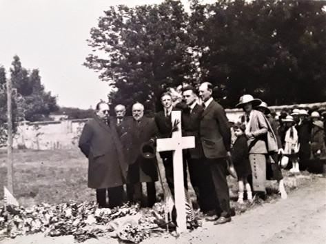 Receuillement délégation Française à Gauche
