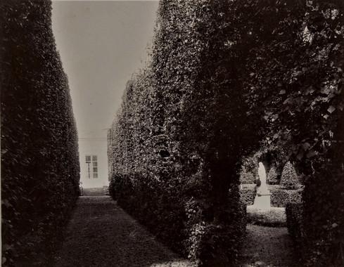 1783-1896 Château Raba Le labyrinthe derrière la salle de concert