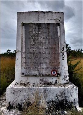 Stèle Robert Piqué