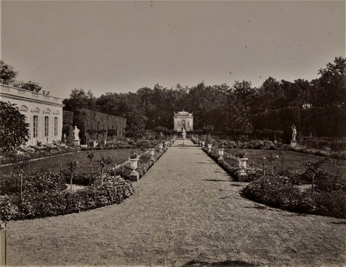 1783-1896 Château Raba Est Le parterre et le pavillon des muses