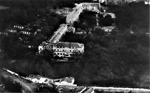 Vue aérienne de Victor Louis à gauche les barraquements de l'hôpital américain