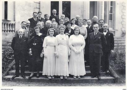 M. Lasserre Maire 1er rang à gauche, à droite Fernand Audeguil. La Reine du Muguet et ses Dauphines devant l'hôpital Gardères.