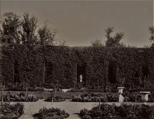 1783-1896 Château Raba Le long du parterre
