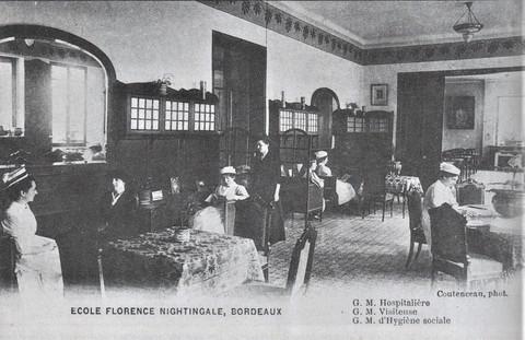 L'école prit le nom de Nightingale