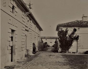 1783-1896 Château Raba Le passage depuis le cour à travers le potager vers l'orangerie
