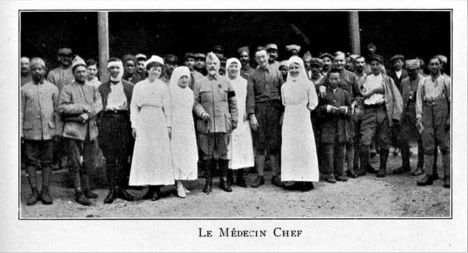 Blessés, Infirmières et Médecin