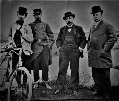 Jean Henri, Antoine Eugène son fils et deux de ses petits enfants