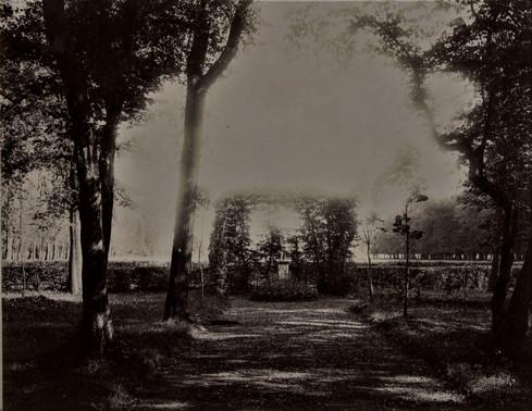 1783-1896 Château Raba  Statue de terre cuite à gauche l'allée des platanes