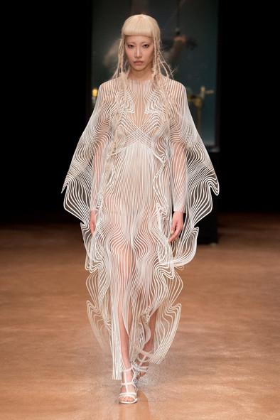 Fashion Tech Runway: Iris van Herpen Fall 2017 Couture Aeriform (VOGUE Runway)