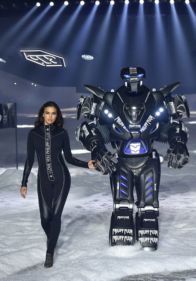 Forget Models, At Philipp Plein Robots Walk the Runway(Vogue)