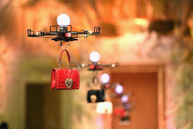 The Future Of Fashion Show? Dolce & Gabbana Drones Fly The Catwalk At Milan Fashion Week(Digital