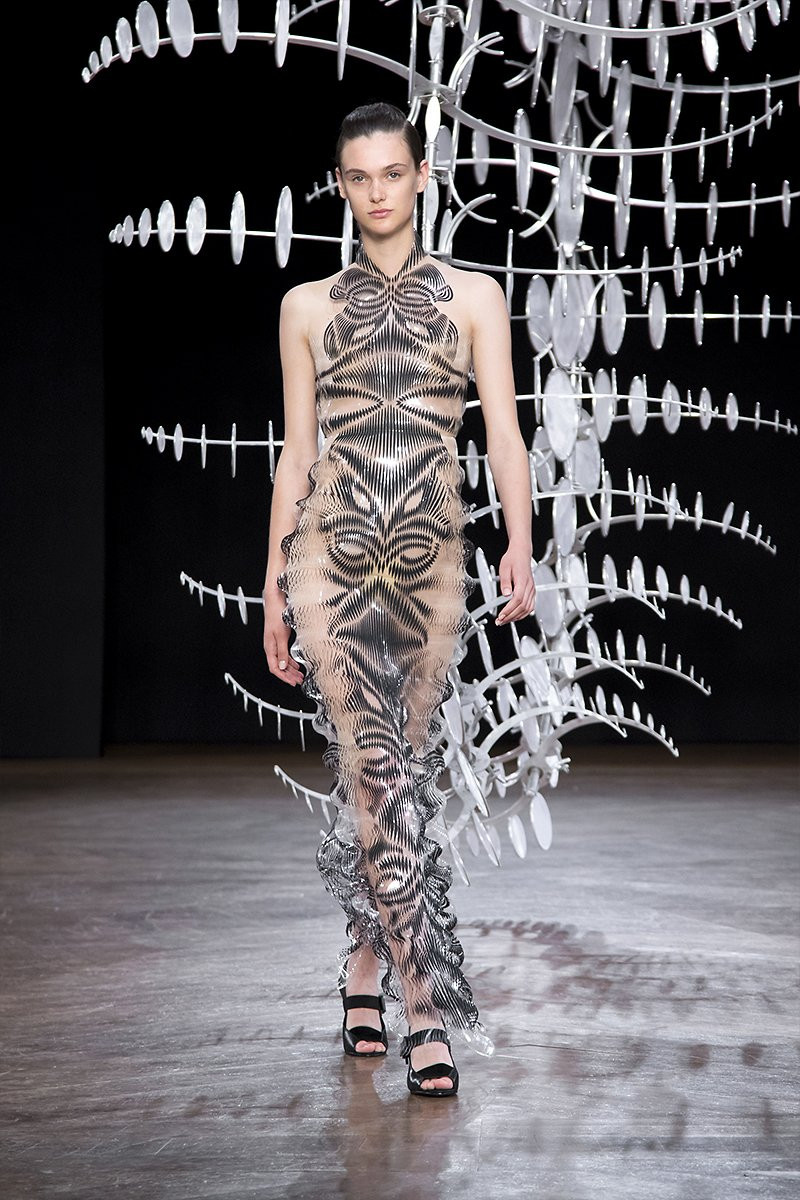 Iris van Herpen Fall 2019 Couture: HYPNOSIS ∞
