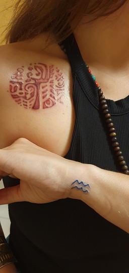 Uma magueira que dá frutos, a deusa Tara, o símbolo de virgem.