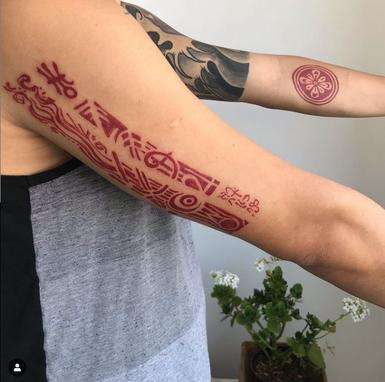 quando se cria uma tatuagem deve-se observar o corpo como um todo, ou outros elementos envolvidos além das questões simbólicas e ritualísticas.