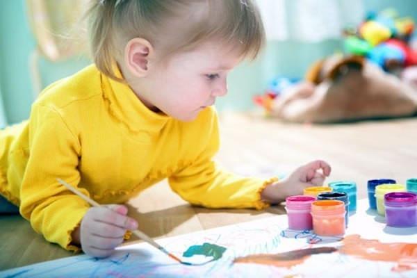 Девочка-рисует.jpg