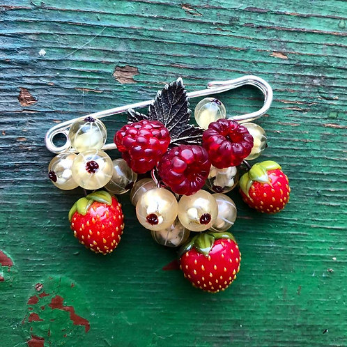 "Brooche ""Berries"""