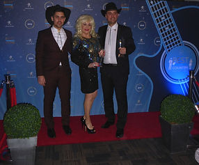 Dolly Parton On The Red Carpet CMA Awards Peugeot
