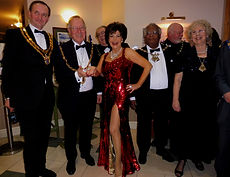 Dame Shirley Bassey Tribute Photo With The Mayors.