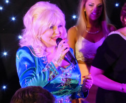 Dolly Parton Tribute Lookalike Imper