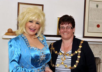Dolly Parton Tribute Meets The Mayor of Dunstable