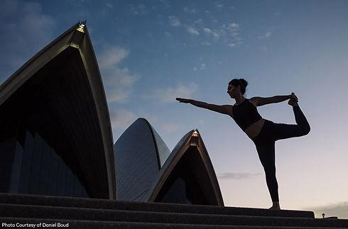 yoga_sydney_opera_house_1__L.jpg