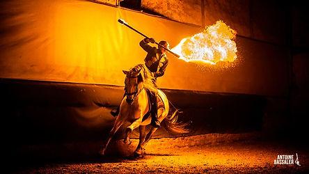 spectacle equestre feu et garrocha