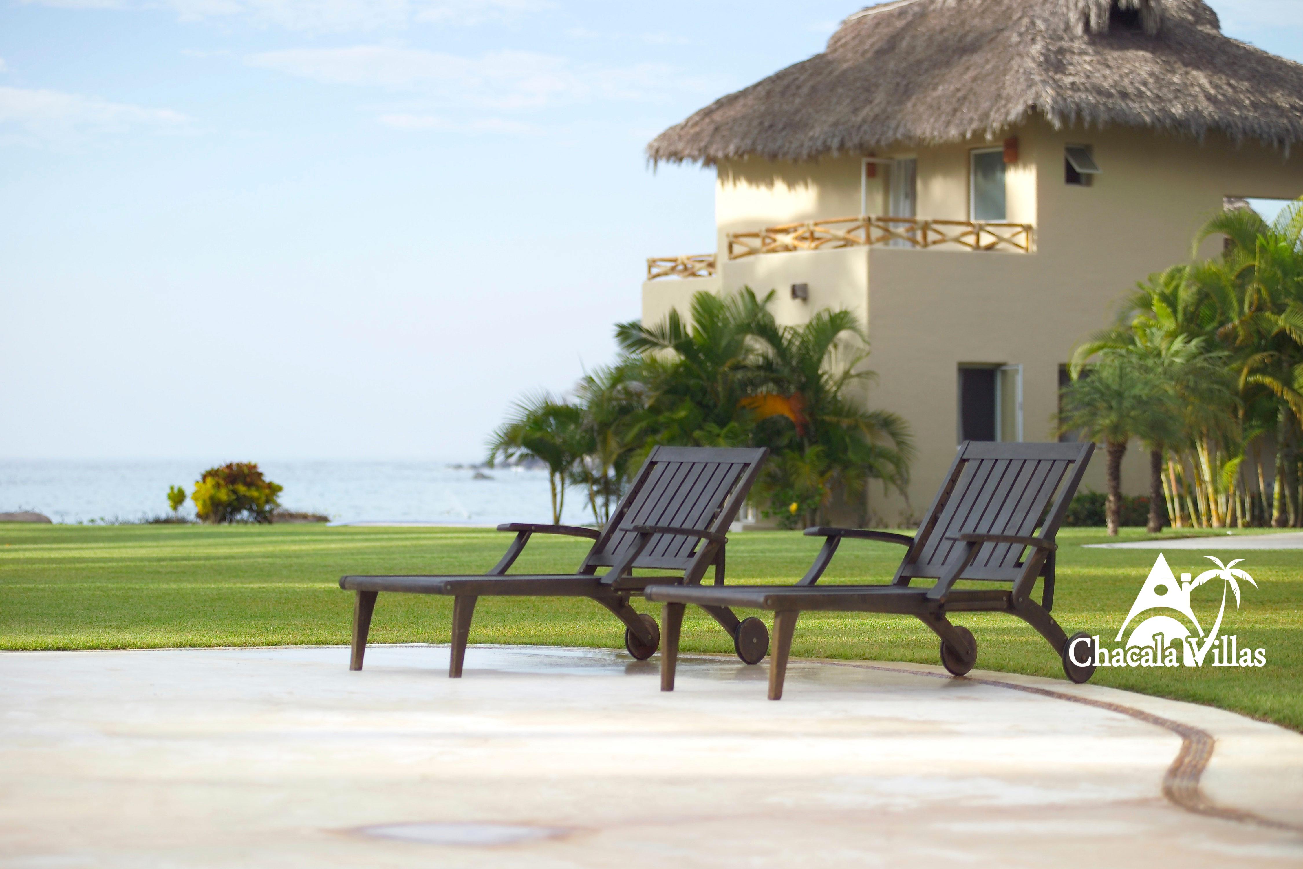 Villa-Bugambilia-lounge-chairs-chvl