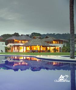 Villa-Bugambilia--pool-fachada-chvl