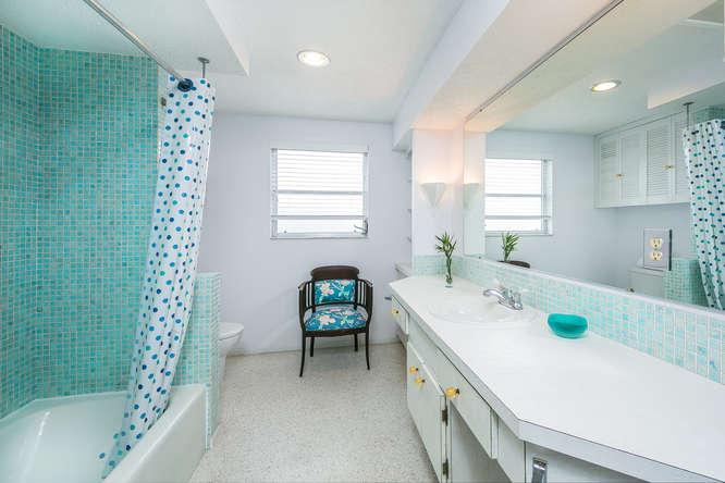 1973 Ruth Richmond Designed Bathroom