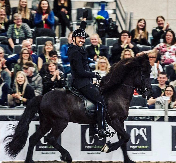 Stallion of the year Garpur fra Højgaarde winning the T1 final at IceHorseFestival.