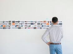 Art director kijken naar storyboard