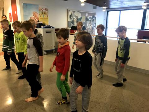 Opastusta tanssin saloihin